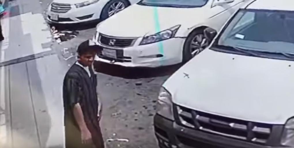 شاهد.. لص يسرق سيارة تركها صاحبها في وضع التشغيل بجدة