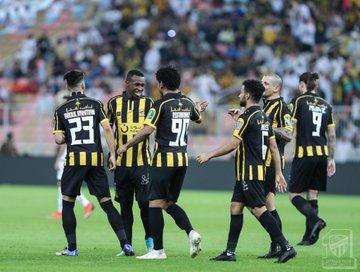 الاتحاد يكتسح الرياض برباعية ويتأهل في كأس الملك