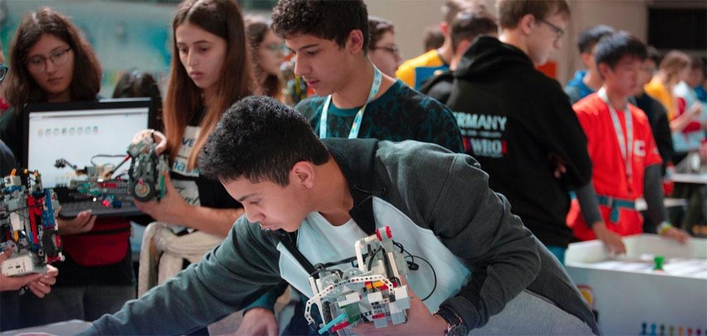 """المملكة تحقق المركز الـسابع عالميا في """"أولمبياد الروبوت"""""""