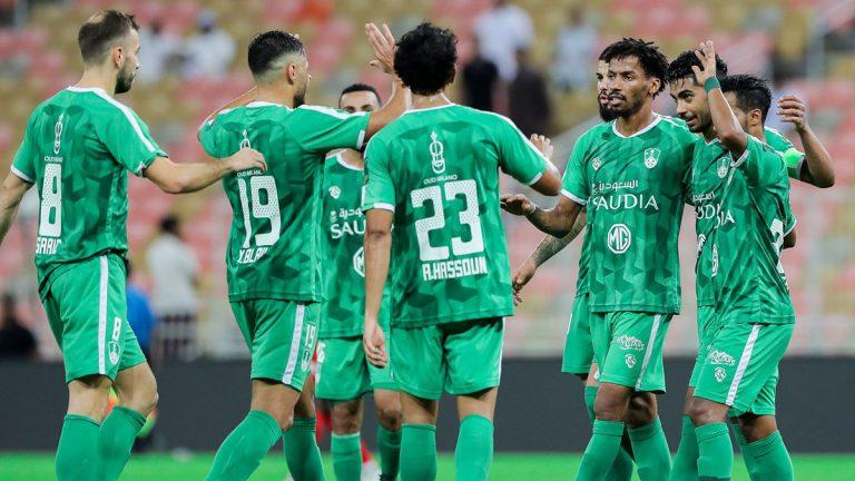 الأمير منصور بن مشعل يعد لاعبي النادي الأهلي السعودي بمكافآت غير مسبوقة
