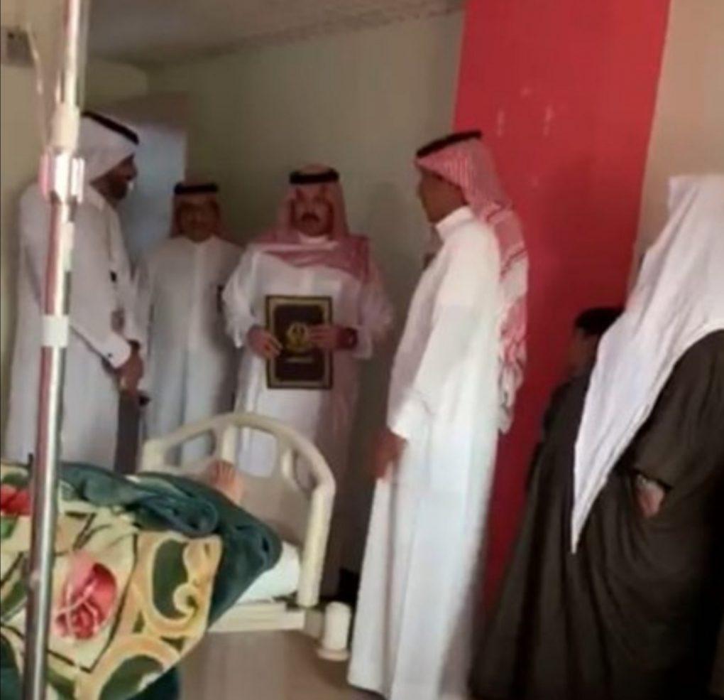 أمير عسير يزور حالات واقعة التسمم الغذائي في بحر أبوسكينة