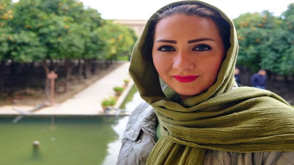 مذيعة بالتلفزيون الإيراني الرسمي : اغفروا لي 13 عاما كذبت عليكم فيها