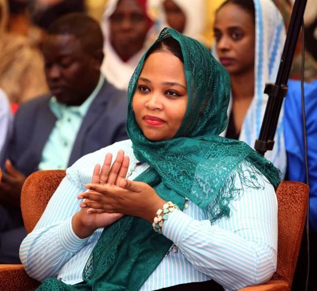 وزيرة سودانية تؤكد إصابتها بفيروس كورونا