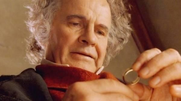 وفاة الممثل البريطاني الشهير إيان هولم عن 88 عاما