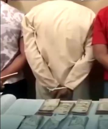 فيديو… ضبط 4 وافدين امتهنوا جمع الأموال بطريقة غير مشروعة وتهريبها لخارج المملكة