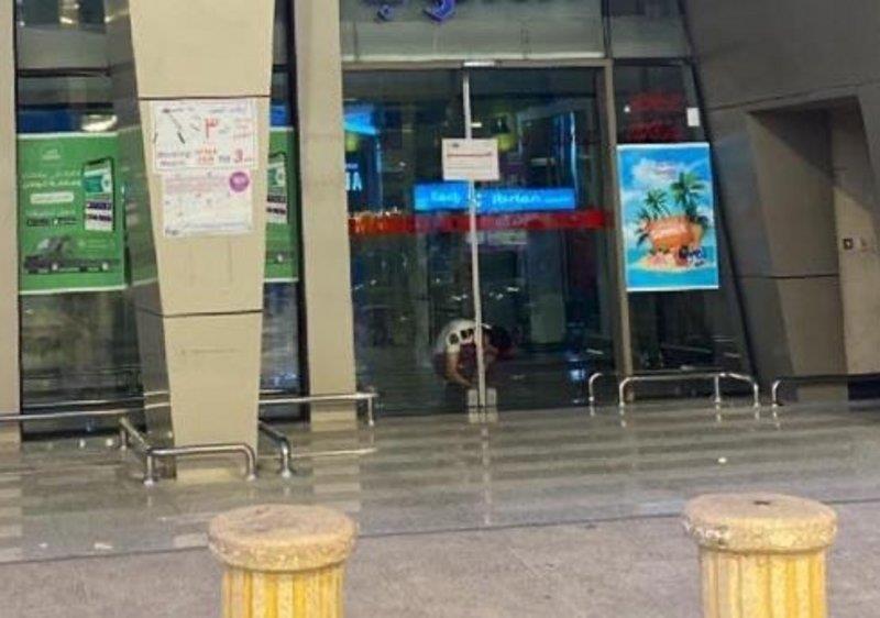 """إغلاق """"هايبر ماركت"""" شهير في جدة بسبب إصابة أحد العاملين بـ""""كورونا"""""""