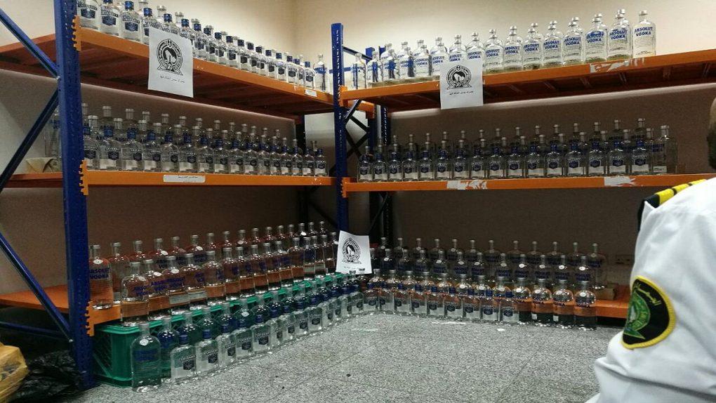 الجمارك تحبط تهريب 2,880 ملصق لزجاجات الخمور