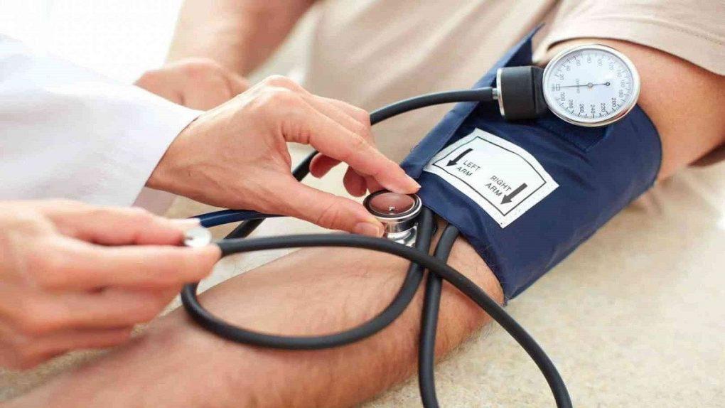 5 عادات صحية تساعد على خفض ضغط الدم