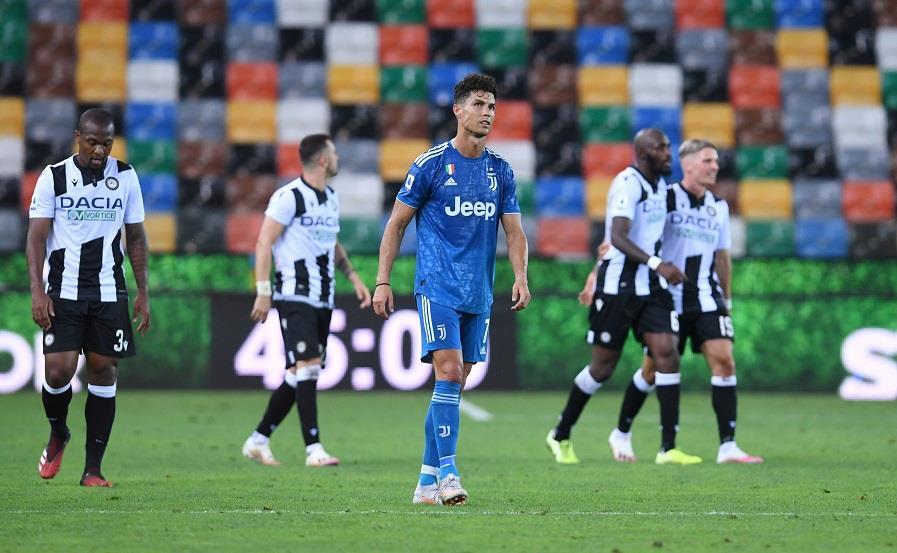 تأجيل حسم لقب الدوري الإيطالي بعد خسارة يوفنتوس أمام أودينيزي