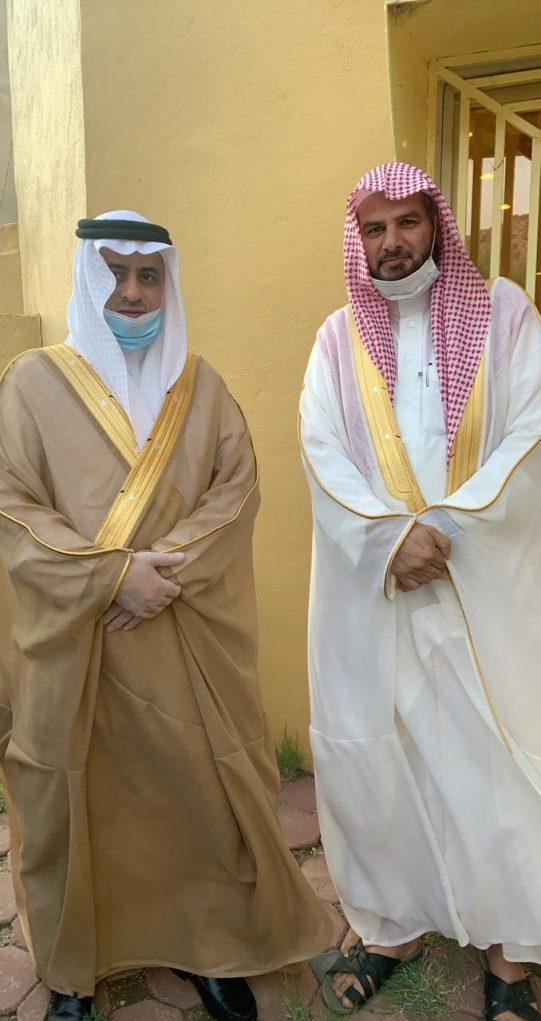 وفقًا للإجراءات الإحترازية.. محافظ ميسان  يتقدم المصلين بجامع التعاون