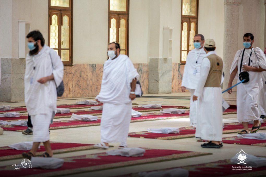 شاهد.. لحظة وصول ضيوف الرحمن مسجد نمرة بمشعر عرفات