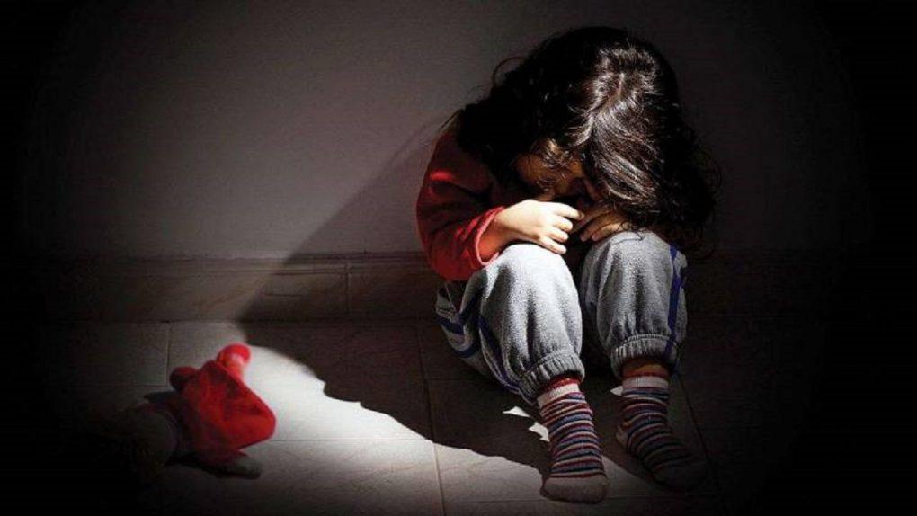 شاب مصري يحاول التعدي جنسيًا على طفلة أثناء عودتها من المدرسة
