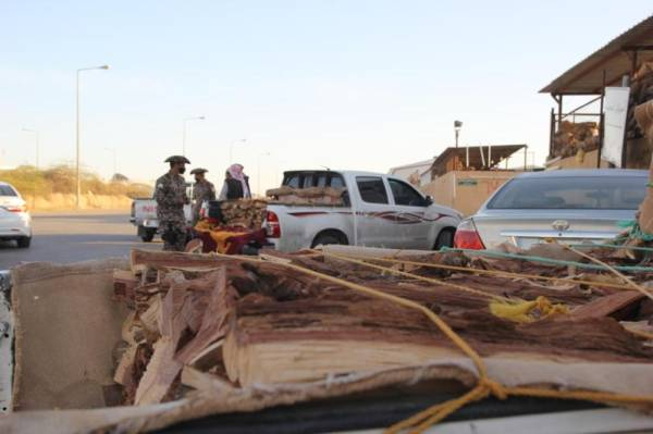 """""""الأمن البيئي"""" يضبط 46 شخصاً بحوزتهم 17 طناً من الحطب المحلي"""