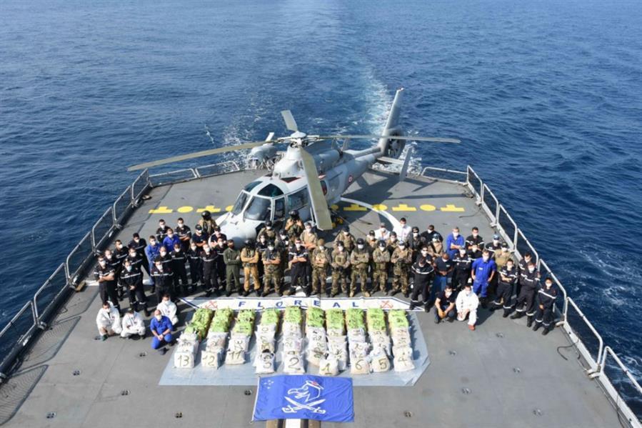 «البحرية السعودية» تعترض وتحجز شحنة مخدرات يفوق وزنها 900 كجم
