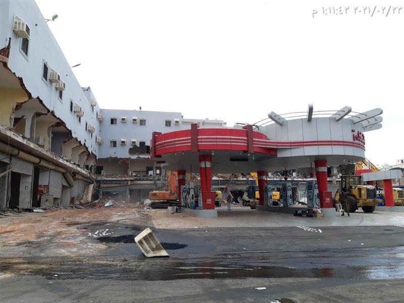 بالفيديو.. إزالة محطة وقود مقامة على أراضٍ حكومية في جدة