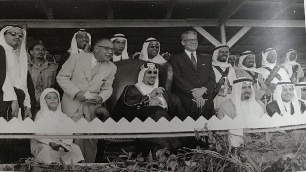 صور نادرة للملك سعود أثناء عرض الخيول المقام في الظهران