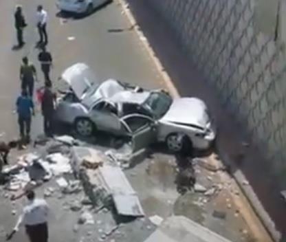 شاهد.. سقوط سيارة من أعلى جسر التحلية بجدة