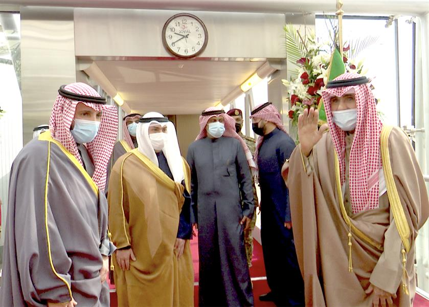 أمير الكويت يغادر إلى الولايات المتحدة لإجراء فحوصات طبية