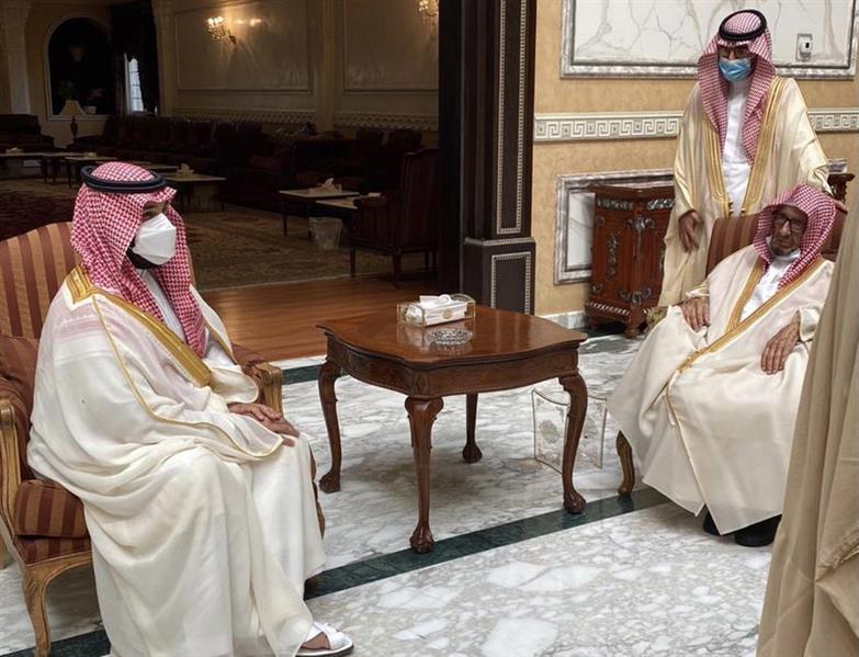 بالفيديو.. ولي العهد يزور الشيخ ناصر الشثري في منزله لتهنئته بحلول عيد الفطر