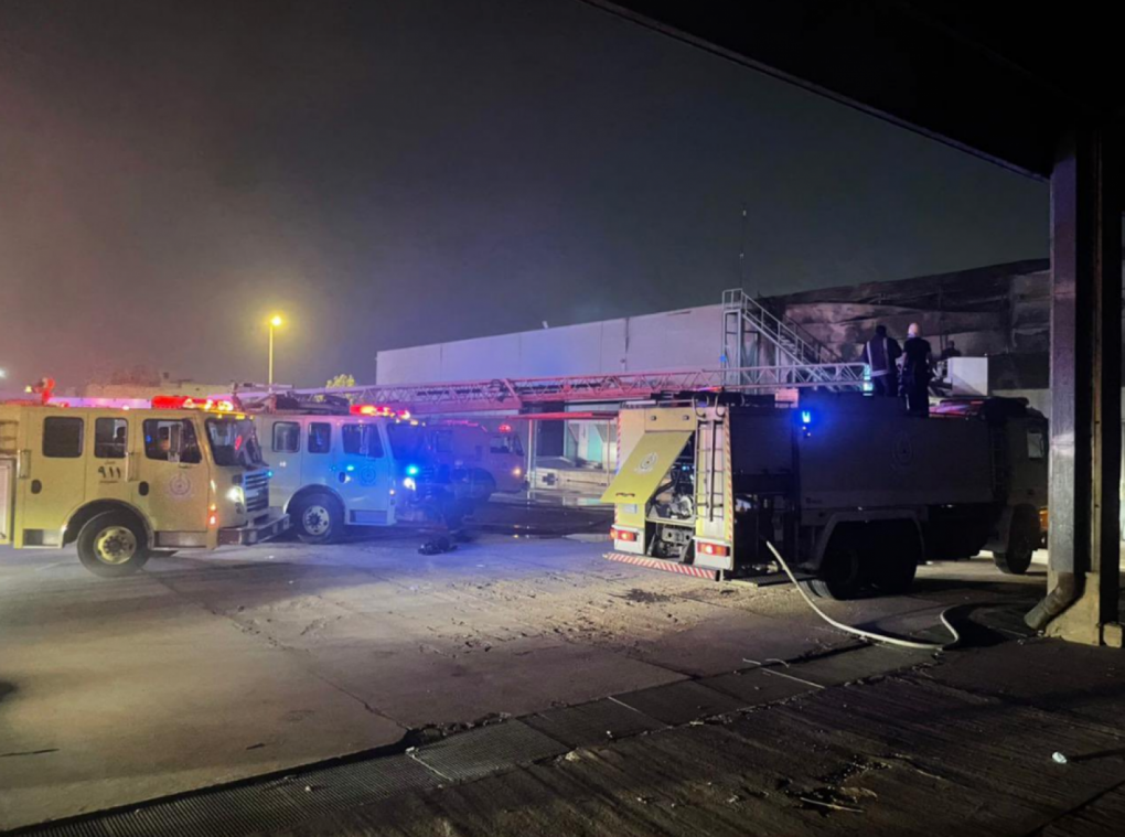 «مدني الرياض» يخمد حريقاً نشب بمستودع في حي الروابي