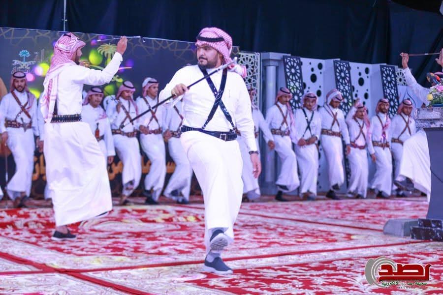 قبيلة السواعدة تزفّ 18 شاباً وفتاة.. على شرف الأمير فهد بن فيصل