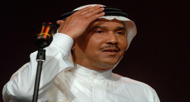 """شاهد.. """"محمد عبده"""" يذرف الدموع في ليلة تكريمه"""