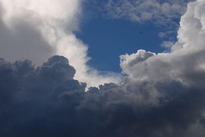 الأرصاد: سحب رعدية ممطرة ورياح مثيرة للأتربة على هذه المناطق