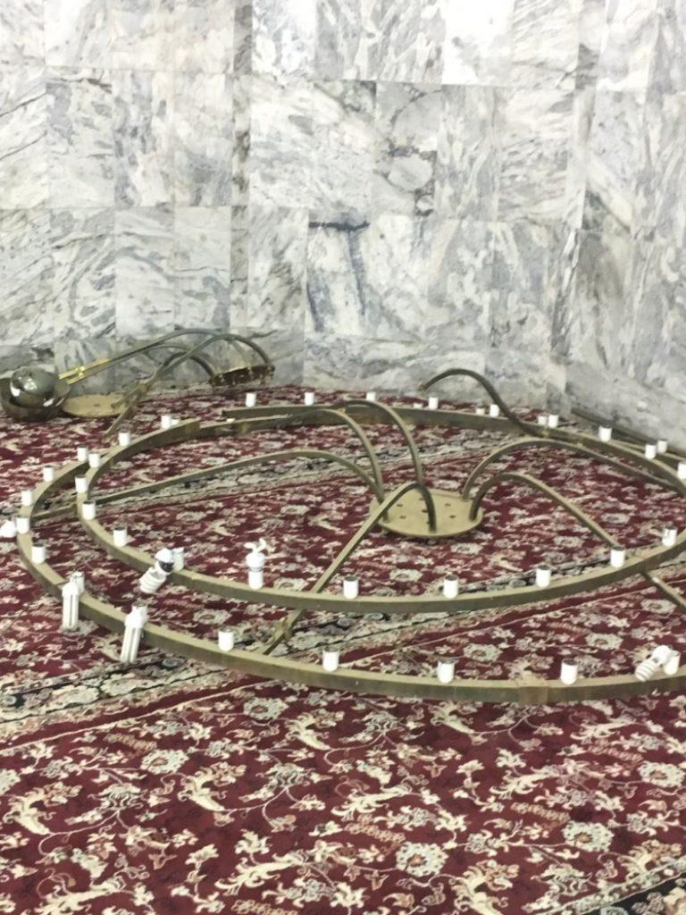 إدارة مساجد الطائف تكشف تفاصيل سقوط «نجفة» بجامع الملك فهد