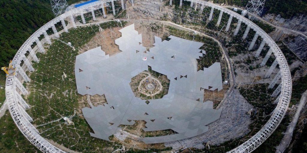 الصين تبني أكبر «طبق هوائي» في العالم