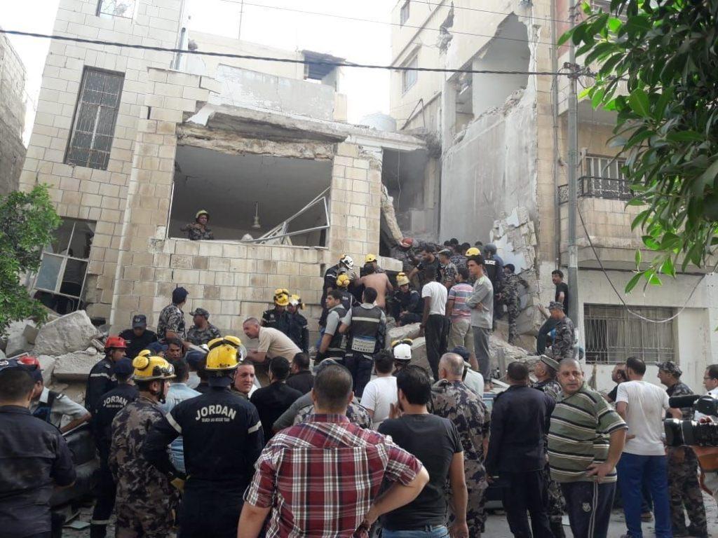 الأردن.. انهيار عمارة سكنية يُودي بحياة اثنين ويصيب 7 آخرين (صور وفيديو)