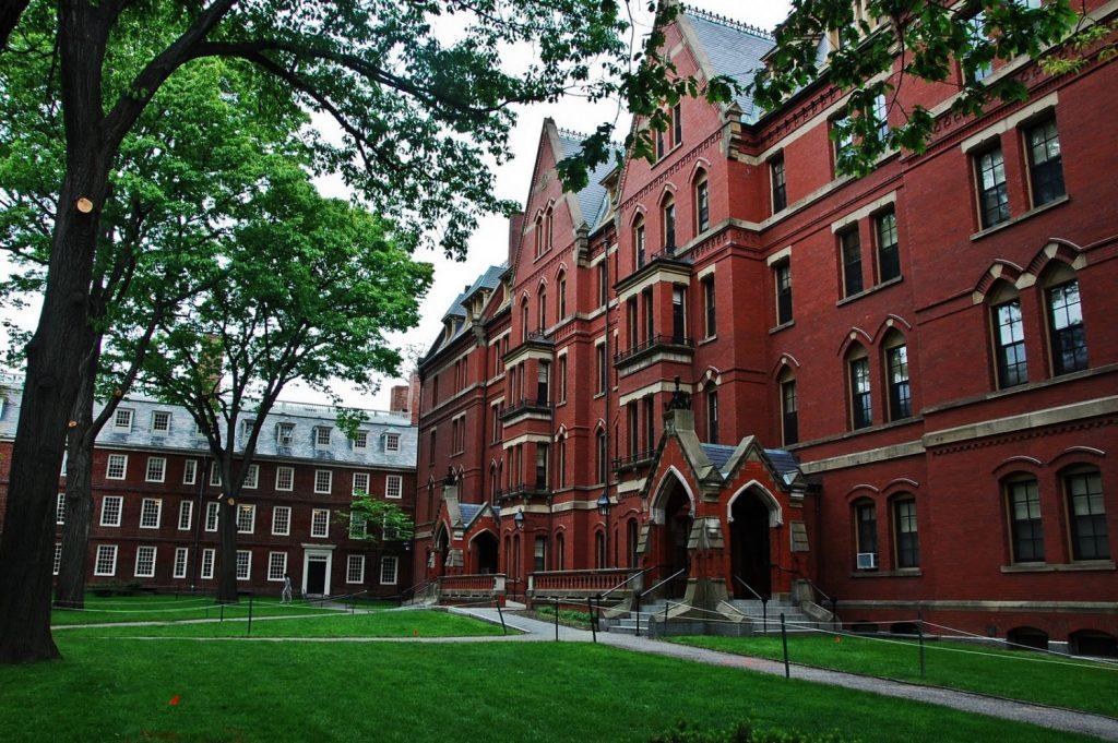 جامعات أمريكية تمدد قبول الطلاب المبتعثين المنتقلين من كندا