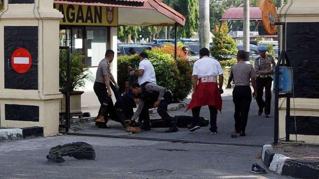 إندونيسيا.. مقتل شرطي و4 مسلحين بهجوم على مركز شرطة