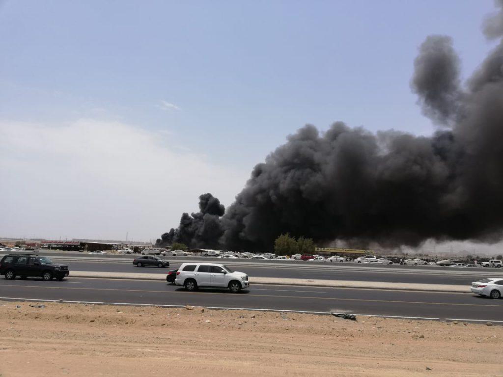 بالصور والفيديو.. حريق ضخم في حي بريمان شرق طريق الحرمين بجدة