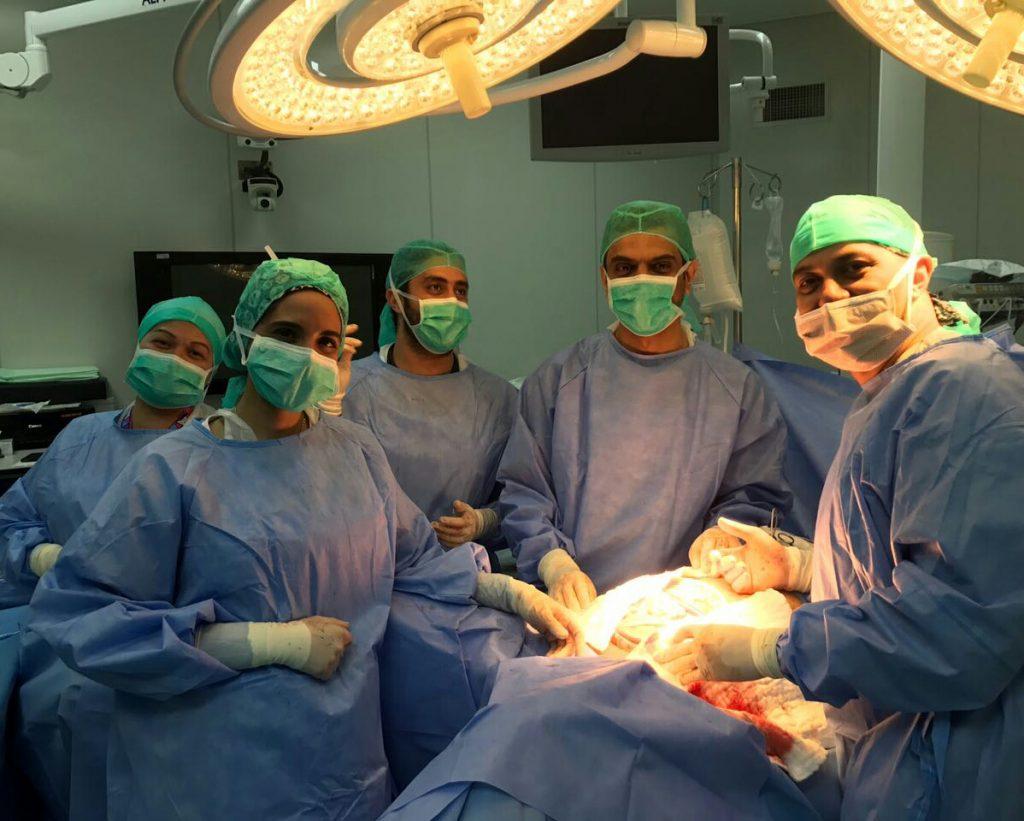 فريق طبي بمستشفى الملك فهد في جدة ينهي معاناة مريض من ورم خبيث