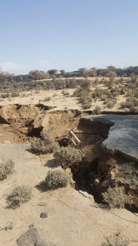 فيديو.. أرض جبلية تبتلع بئر مواطن في الغريف