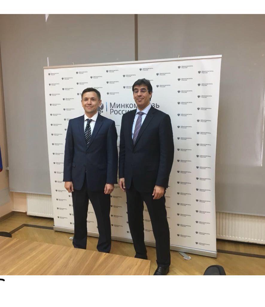 """""""العواد"""" يبحث سبل تطوير التواصل الإعلامي مع وزير الإعلام والاتصال الروسي"""