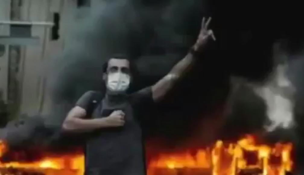 فيديو.. الإيرانيون يكشفون موقف خامنئي المتناقض بشأن مظاهرات البحرين وإيران
