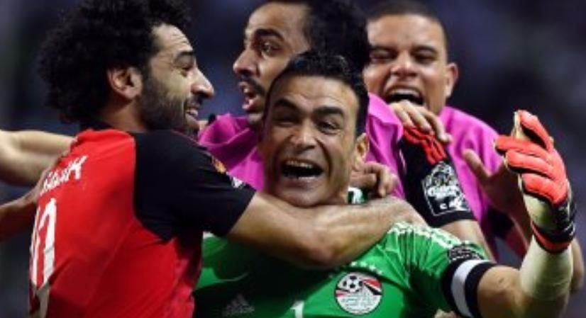 محمد صلاح يودع الحضري بعد إعلانه اعتزال اللعب دوليا بكلمات مؤثرة