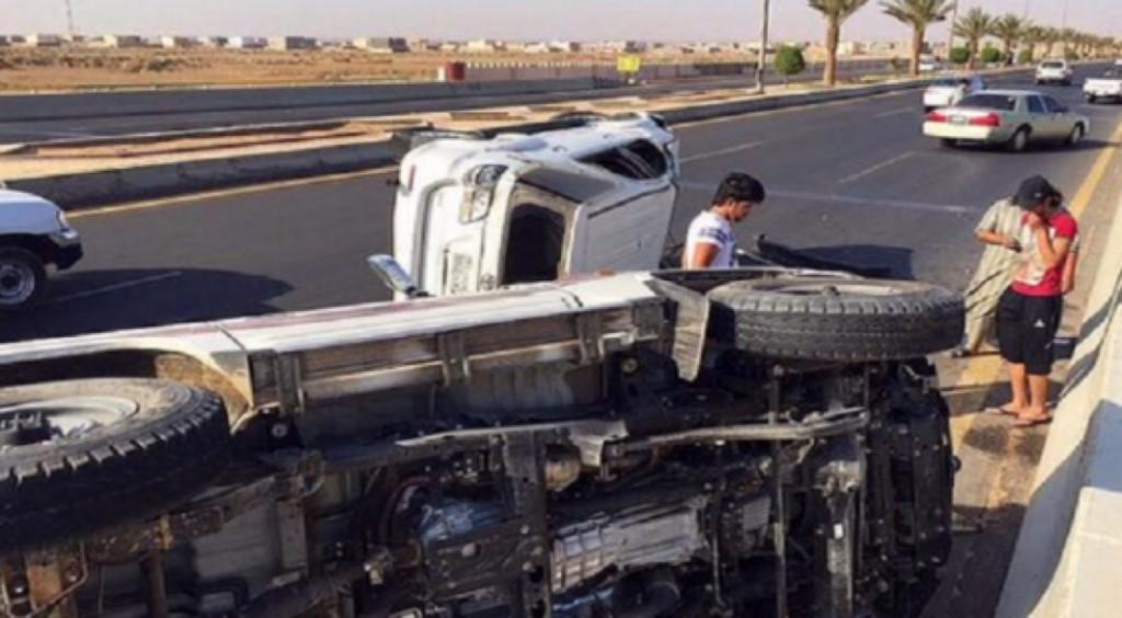 """الهلال الاحمر : إصابتان إثر انقلاب سيارة """"ساهر"""" بتبوك"""