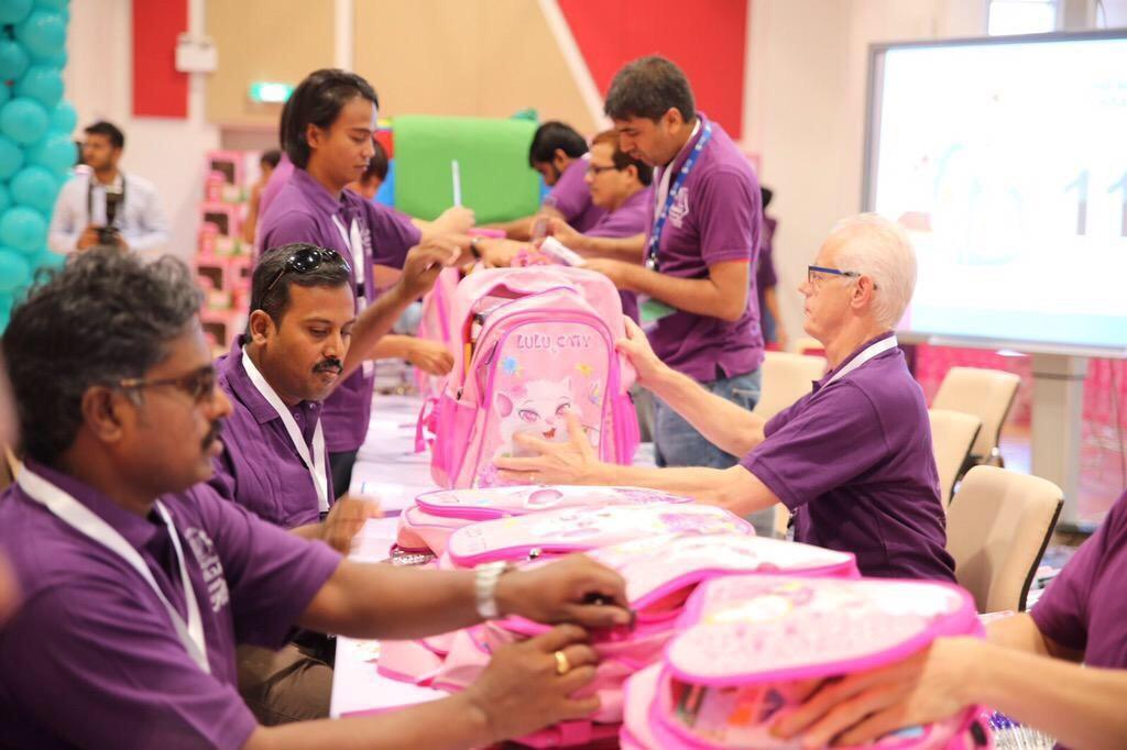 توزيع 1500 حقيبة مدرسية على الجمعيات الخيرية بالجبيل