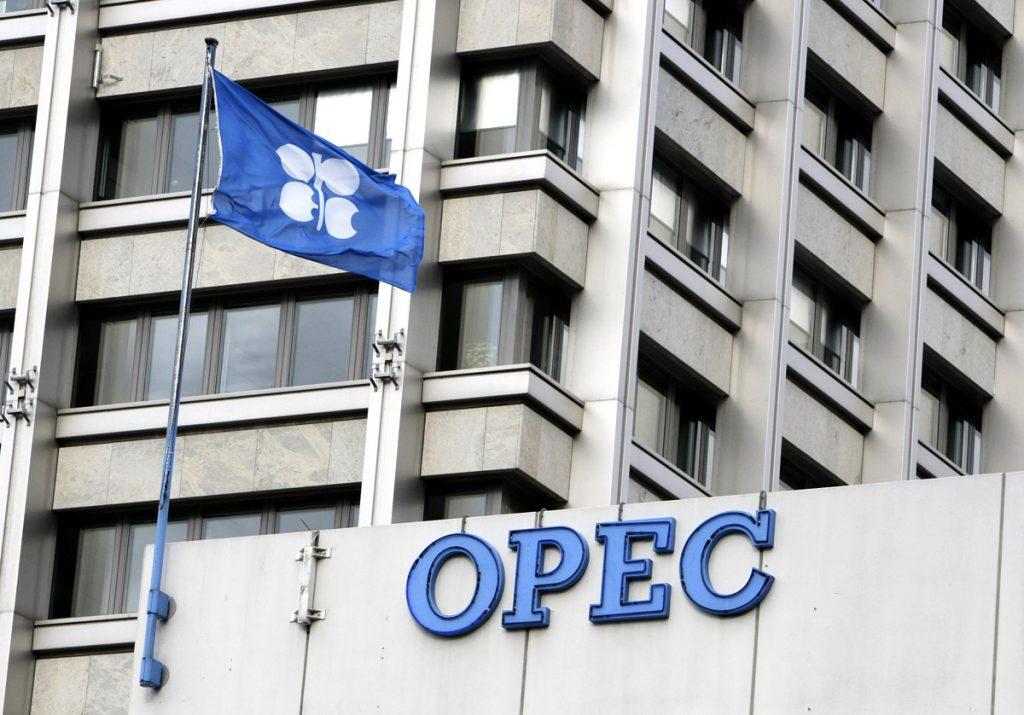 أوبك تقرر استمرار خفض انتاج النفط حتى نهاية 2018م